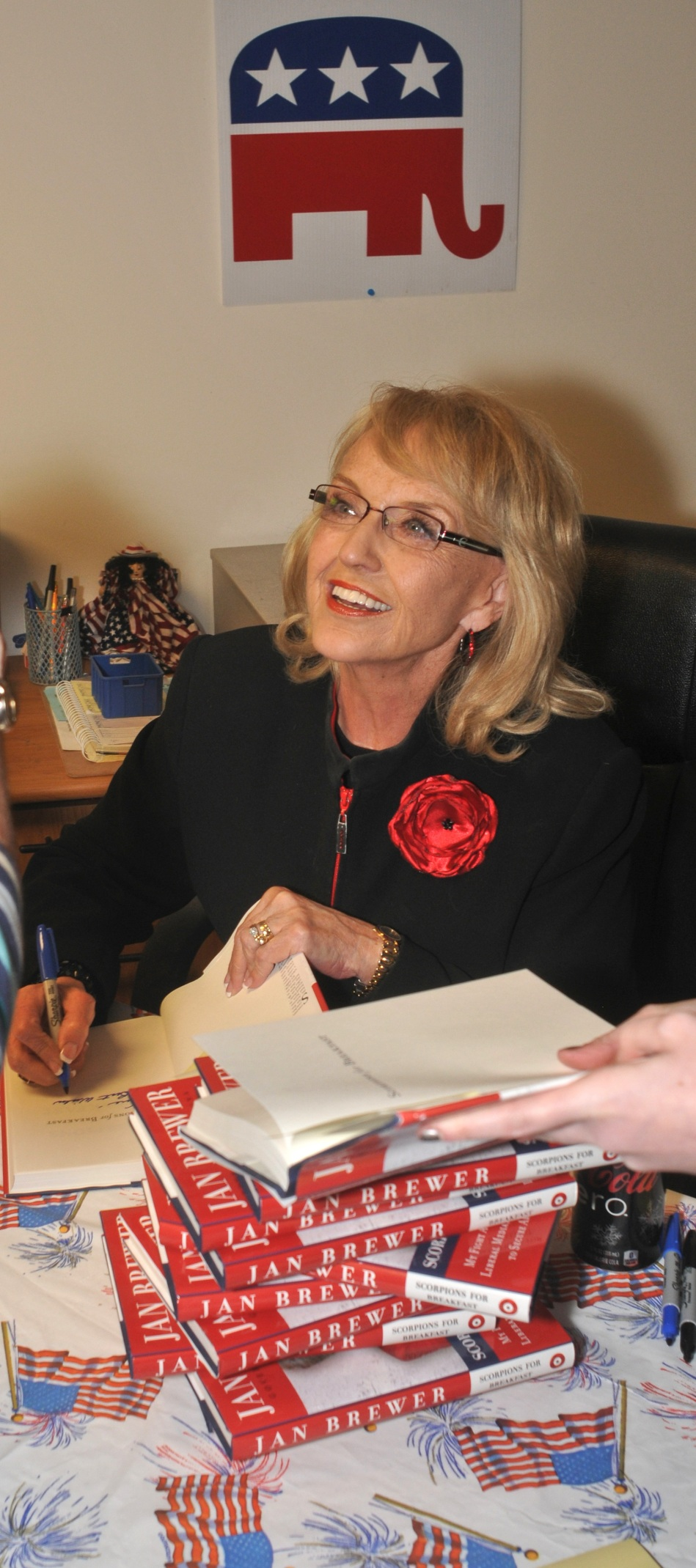 The Arizona Governor enjoyed the book-buyers who came out.