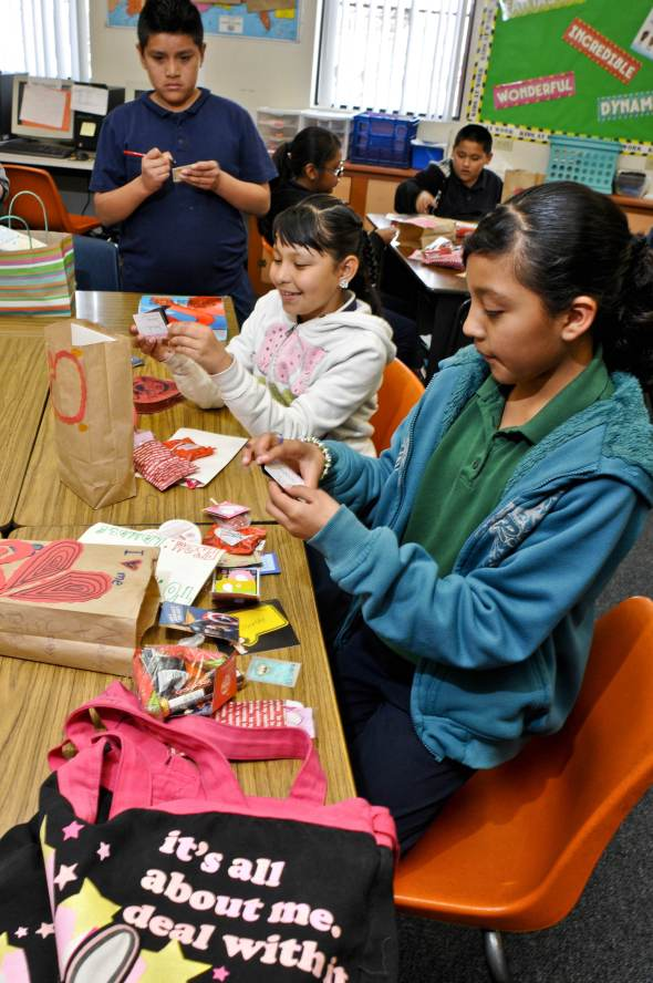 TOHONO Oodham Students exchange valentines...