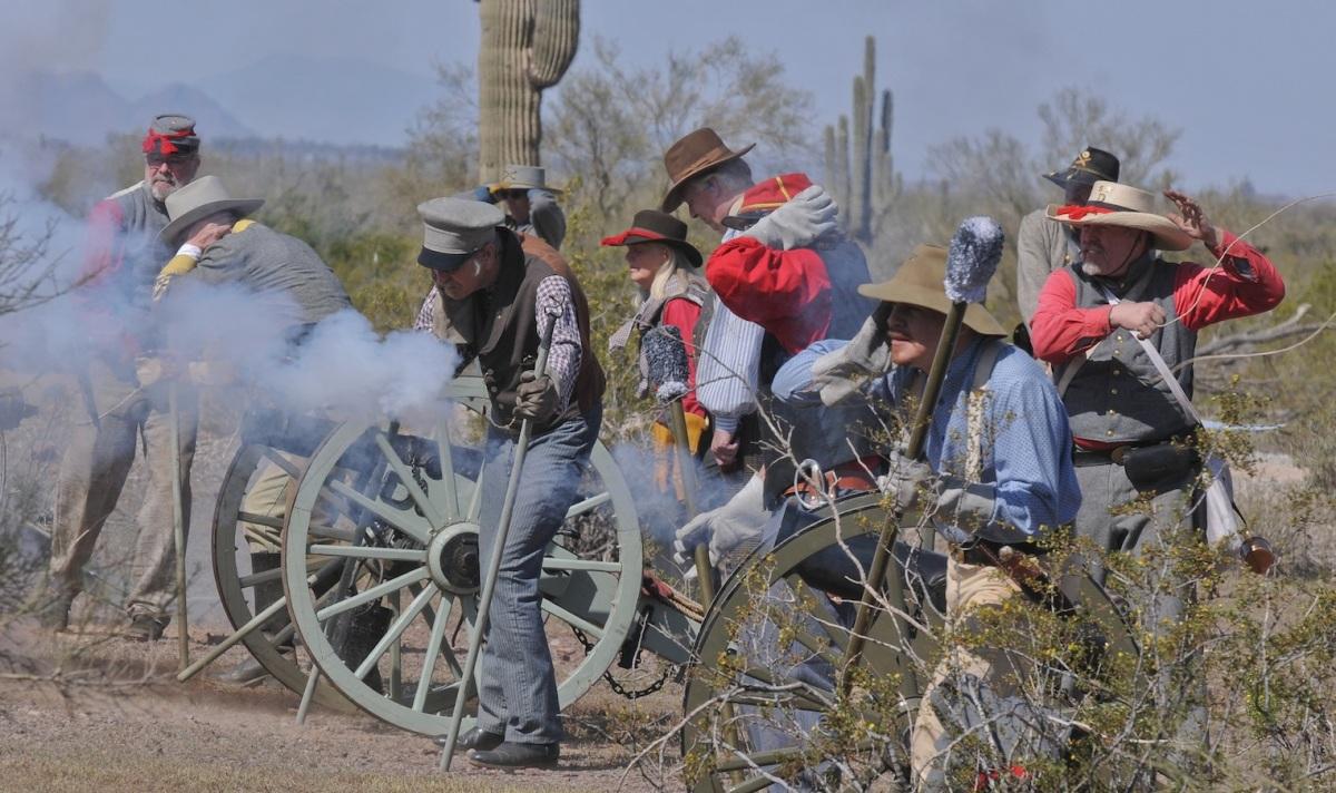 Yankee Civil War CONFEDERATES SCARE OFF...