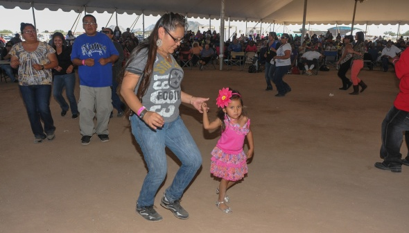 CHICKEN SCRATCH DANCERS ARE NOVEL TO SOUTHERN ARIZONA