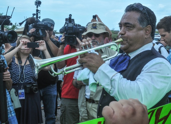 "Ruben Moreno from Mariachi Luz de Luna plays ""America the Beautiful"" for the National News. No one booed."