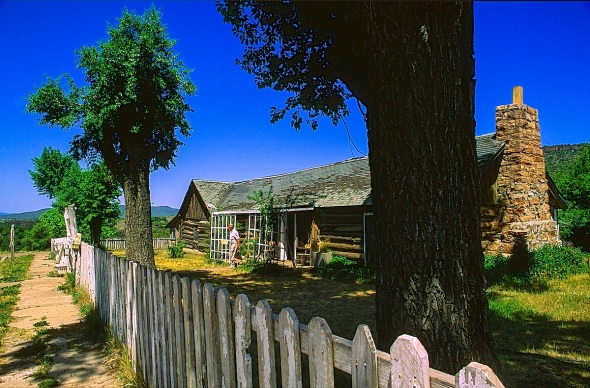 BUILT IN 1871, GENERAL CROOKS CABIN HOUSES A GLIMPSE OF THE MILITARY LIFESTYLE IN ARIZONA